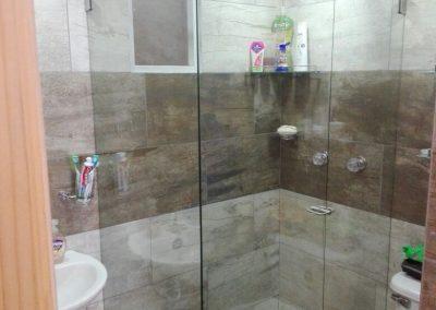 Divisiones de baño en vidrio templado bogota 10