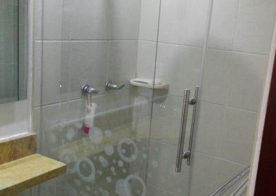 Divisiones de baño en vidrio templado bogota 9